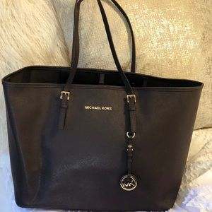Michael Kors Jet Set Tote Chocolate Brown